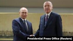 Turkish President Recep Tayyip Erdogan (right) meets with Russian counterpart Vladimir Putin in Istanbul on January 8.