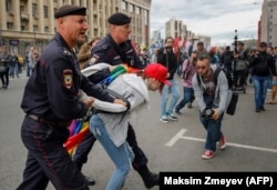 Задержание ЛГБТ-активистов по время уличных акций в Москве. 2017 год