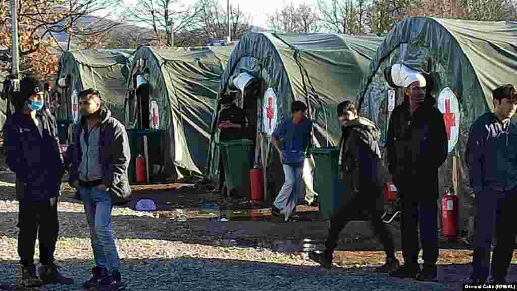 Vlasti drugog bh. entiteta, Republike Srpske (RS), odbijaju da pomognu migrantima koji su se zadesili na njihovoj teritoriji. (Foto: Kamp Lipa 18 februara 2021.)