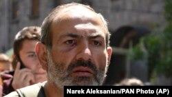 Лидер протестного движения, депутат парламента Армении Никол Пашинян