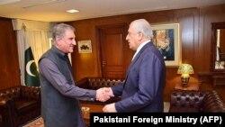 زلمی خلیلزاد نماینده ویژه امریکا برای صلح افغانستان پیش از آمدن به کابل با مقامهای پاکستانی در اسلامآباد دیدار کرد