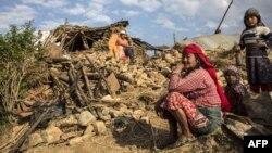 Жители на Непал по земјотресот кој ја погоди земјата.