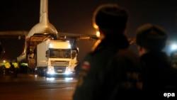 Самолет МЧС России доставил тела погибших в Петербург. Пулково, 2 ноября 2015 года