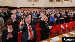 Кримський парламент реагує на ухвалення нової Конституції Криму, Сімферополь, 11 квітня 2014 року