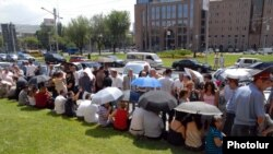 Armenia - Owners of commercial kiosks in Yerevan protest against Mayor Karen Karapetian's decision to dismantle them, 8Aug2011.