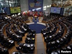 Міжнародна конференція щодо Афганістану, яка завершилася в понеділок у німецькому місті Бонні, пройшла у колишньому німецькому парламенті. 5 грудня 2011 року