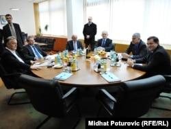 Sastanak šest lidera stranka (Zlatko Lagumdžija, Mladen Bosić, Sulejman Tihić, Božo Ljubić, Dragan Čović i Milorad Dodik) u Sarajevu, novembar 2011.