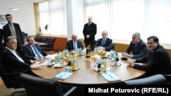 Lideri šest političkih stranaka tokom jednog od sastanaka
