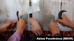 Bir okana, bir-de dokana: Türkmenistanda halyçylyk senediniň düýni we şu güni