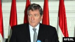 Ричард Холбрук, АҚШ-тың Ауғанстан мен Пәкістан жөніндегі арнайы өкілі. Душанбе, 20 ақпан 2010 жыл.
