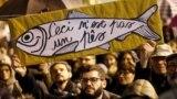 Demonstracije koje su organizovale 'sardine', široki pokret protiv krajnje desnog lidera Matea Salvinija, u Ređio Emiliji, u sjevernoj regiji Emilija-Romanja, Italija, 23. novembar