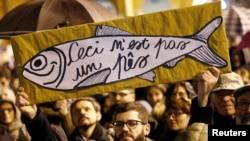 "Участники митинга ""сардин"" в городе Реджо-Эмилия на севере Италии"