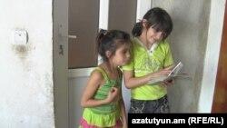 Շահումյանցի անապահով ընտանիքի երկու դպրոցահասակ երեխաներն այս տարի էլ դպրոց չեն գնա