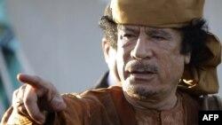 Ливийский диктатор Муаммар Каддафи в своей резиденции в Триполи. 10 апреля 2011 года.