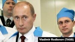 Президент России Владимир Путин и первый заместитель главы его администрации Сергей Киренко (справа), архивное фото