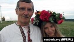 Анатоль Харошка з Русалкай унучкай Жанай