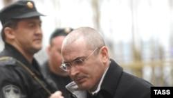 Mihail Hodorkowski Moskwanyň sudyna getirilýär, 31-nji mart, 2009 ý.