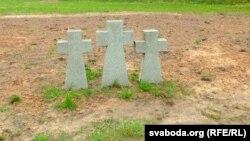 Перазахаваньні на могілках працягваюцца