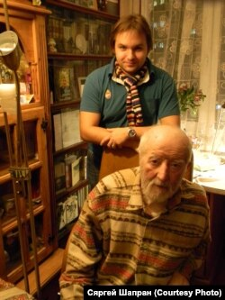 Рыгор Барадулін і Глеб Лабадзенка. Фота з архіву Сяргея Шапрана