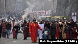 """Сегодня во всех городах Грузии прошло традиционное рождественское шествие """"Алило"""", во время которого собираются подарки для неимущих"""