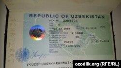 30-дневная туристическая виза, выданная Рахмату Турону в посольстве Узбекистана в Париже.