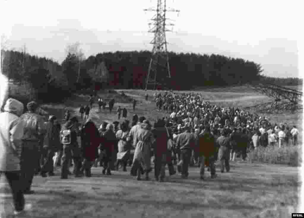 Дэманстрацыя скіравалася да Курапатаў. Дзяды-88.