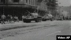 Советские танки в Праге, 1968 год.