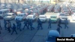 Вооруженные люди в масках, прибывшие в редакцию крымско-татарского канала АТR. Симферополь, 26 января 2015 года.