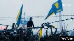 """""""Отко оролгон кыш: Украинадагы эркиндик үчүн күрөш"""" тасмасынан бир көрүнүш."""