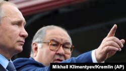 Представители Алишера Усманова, который является владельцем 100% акций издательского дома «Коммерсант» – компании «Коммерсантъ-холдинг», не имеет отношения к увольнению журналистов издания.
