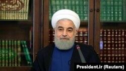 حسن روحانی گفته است که در مورد سپنتا نیکنام باید حقوق شهروندی و اعتماد عمومی رعایت شود.