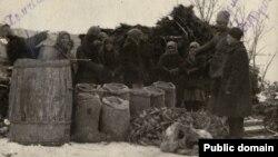 Вилучення збіжжя у селян, архівне фото