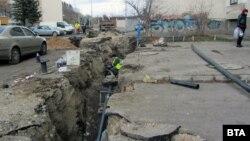 Ремонт на водопровод в Перник (архивна снимка)