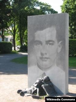 Памятник Раулю Валленбергу в Гётеборге