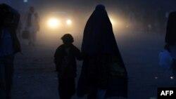د کابل په يوه برخه کې يوه افغانه مېرمن