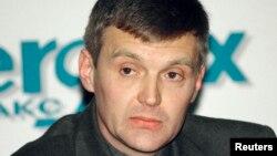 Александр Литвиненко в бытность сотрудником Федеральной службы безопасности (ФСБ) России на пресс-конференции. Москва, 17 ноября 1998 года.