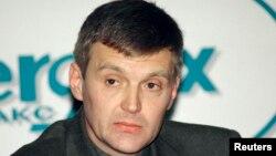 Александр Литвиненко на пресс-конференции в Лондоне в 1998 году