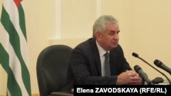 Основная часть доклада Хаджимба прозвучала на абхазском языке и продолжалась более получаса
