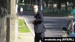 Майкл Скэнлан на судзе над Васілём Парфянковым