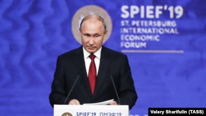 Putin Lashes Out At U S At Economic Forum As Jailed American Investor Calvey Send His Regrets
