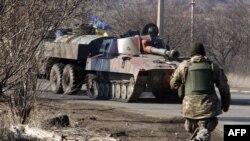 Украинский танк неподалеку от Артемовска 22 февраля 2015 г