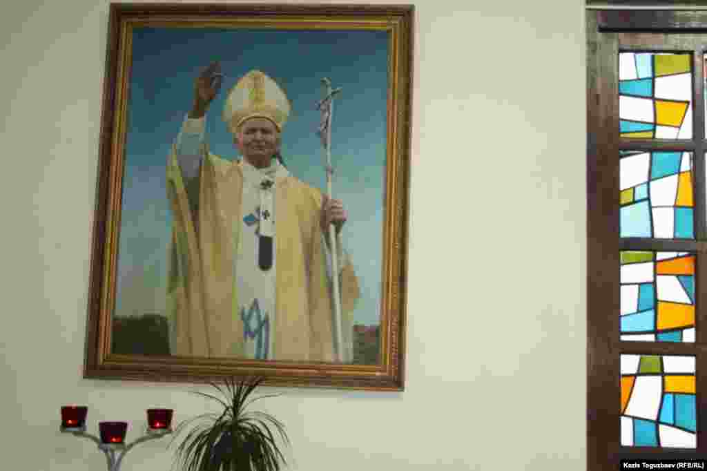 Портрет Папы Римского Иоанна Павла Второго.