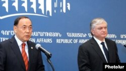Armenia -- OSCE Chairperson-in-Office Kanat Saudabayev (L) and Armenian Foreign Minister Edward Nalbandian (R), Yerevan, 16Feb2010