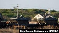 Российская военная техника на Керченской переправе. 19 апреля 2014 года