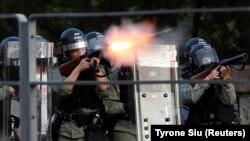 Policia duke nisur gaz lotsjellës kundër protestuesve në Hong Kong.