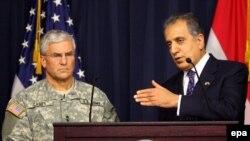 ژنرال کیسی فرمانده نیروهای آمریکایی در عراق و زلمای خلیل زاد سفیر آمریکا در عراق