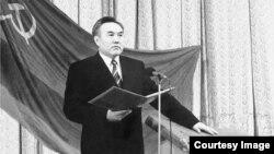 Нурсултан Назарбаев на первой инаугурации в качестве президента Казахстана в 1991 году.