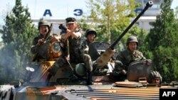Ош оқиғасы кезіндегі әскер. Қырғызстан, 14 маусым 2010 жыл.