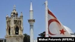 Հյուսիսային Կիպրոսի ինքնահռչակ հանրապետության դրոշը, արխիվ