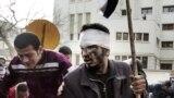 28-январда Египеттин борбору Каирдин көчөлөрүндө миңдеген демонстранттар полиция менен кагылышты.